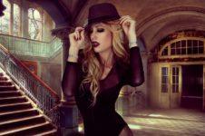 Модная и стильная девушка