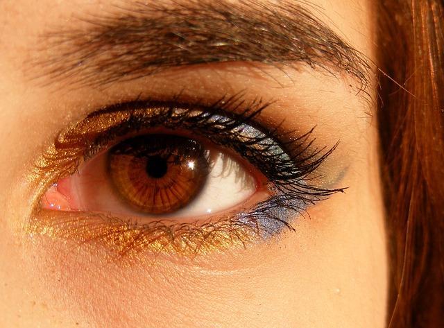 Накрашенные карандашом глаза
