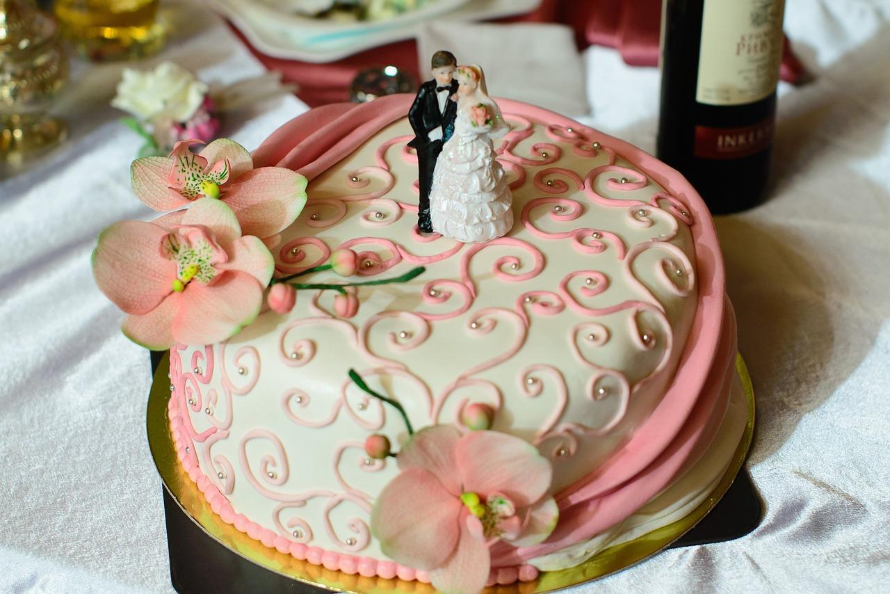 Свадебный торт, украшенный мастикой