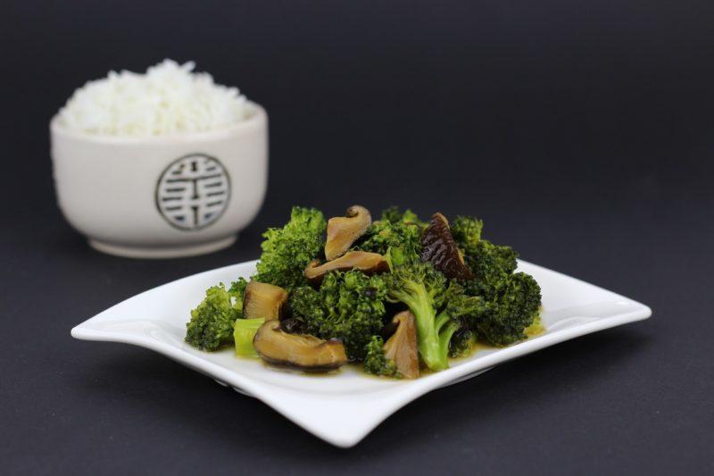 Как вкусно приготовить капусту брокколи на сковороде
