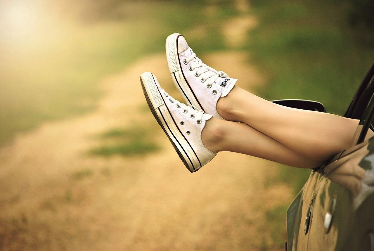 Красивые женские икры на ногах