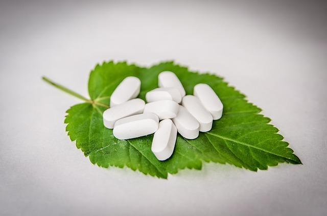 Таблетки на листике