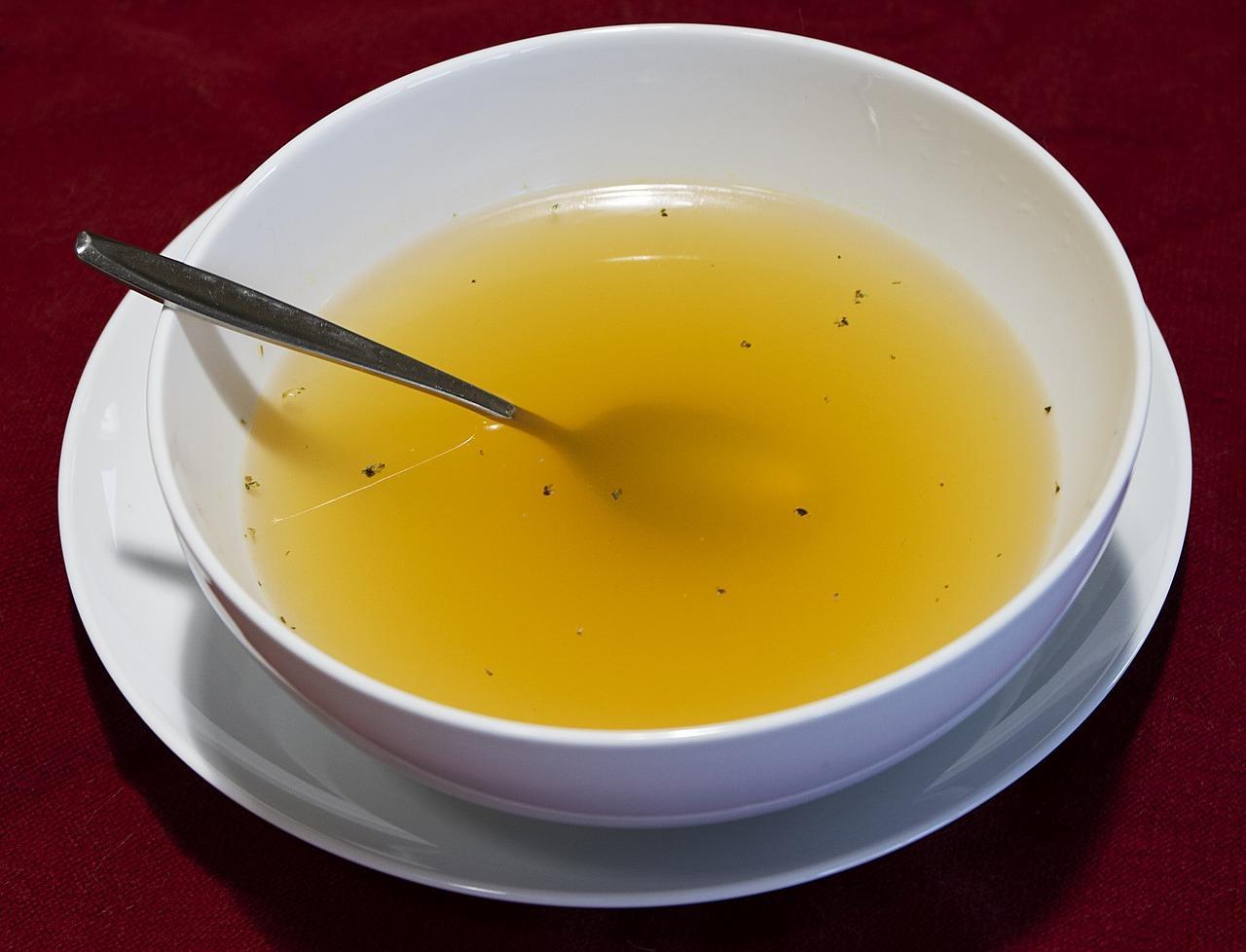 когда солить куриный бульон для супа