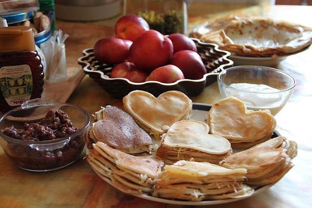 Вкусные ажурные блинчики в виде сердец