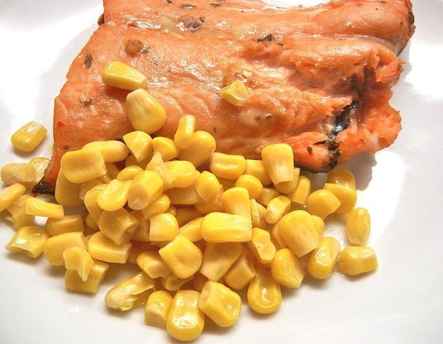 Консервированная кукуруза на гарнир к рыбе