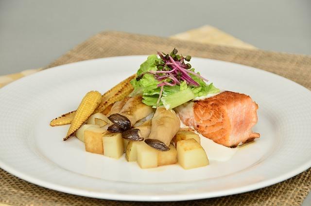 Красная рыба с картошкой и грибами