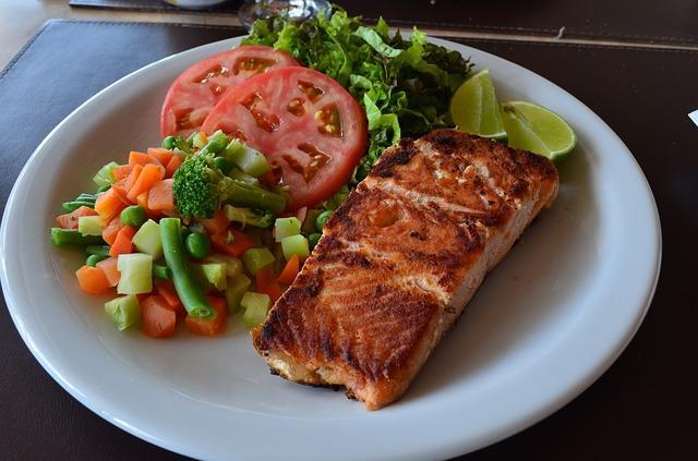 Филе красной рыбы с овощами