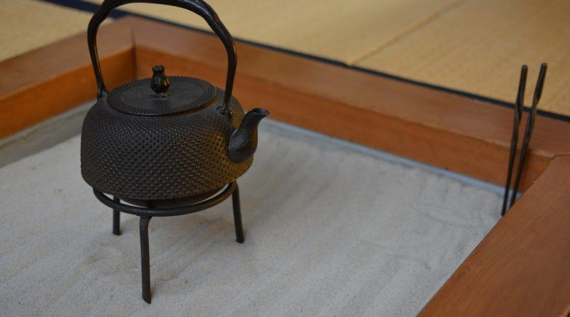 Фото винтажного японского чайника