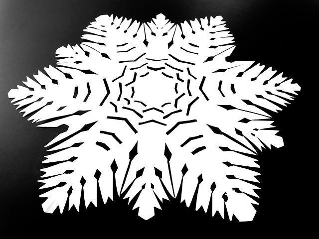 Трафарет снежинки из бумаги