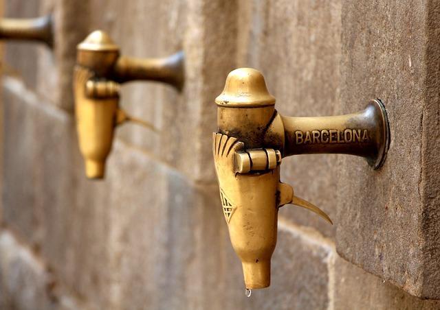 Питьевой кран на улице Барселоны