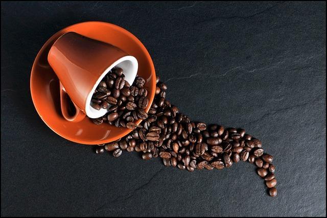 Фото рассыпанных зерен кофе