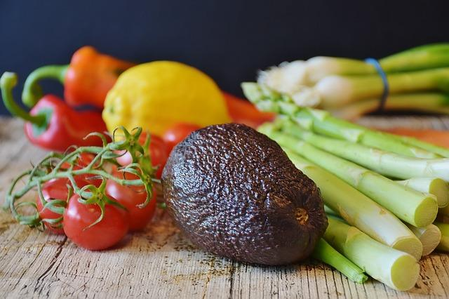 Фото авокадо с овощами