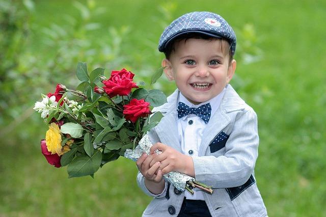 Мальчик в галстуке - бабочка