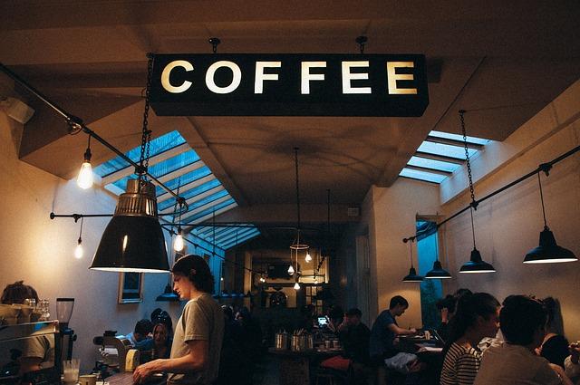 Много посетителей в кафе