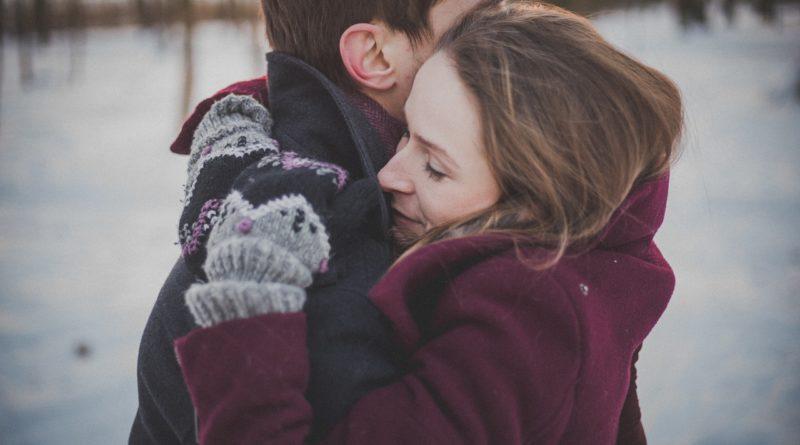 Пара в модных пальто