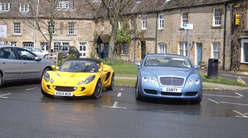 Фото спортивных машин Бентли и Ферарри