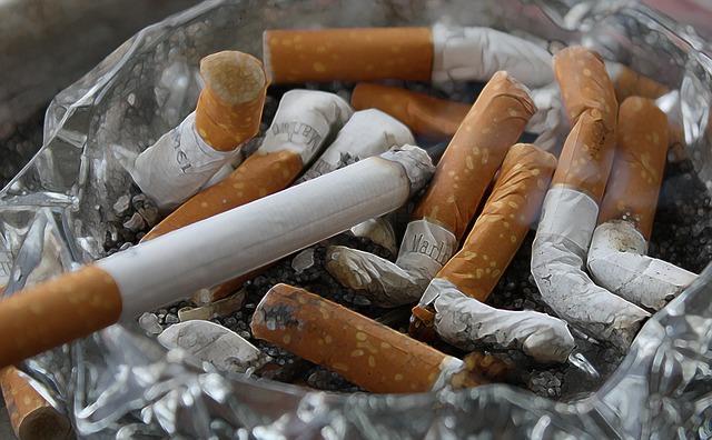 Гора окурков от сигарет