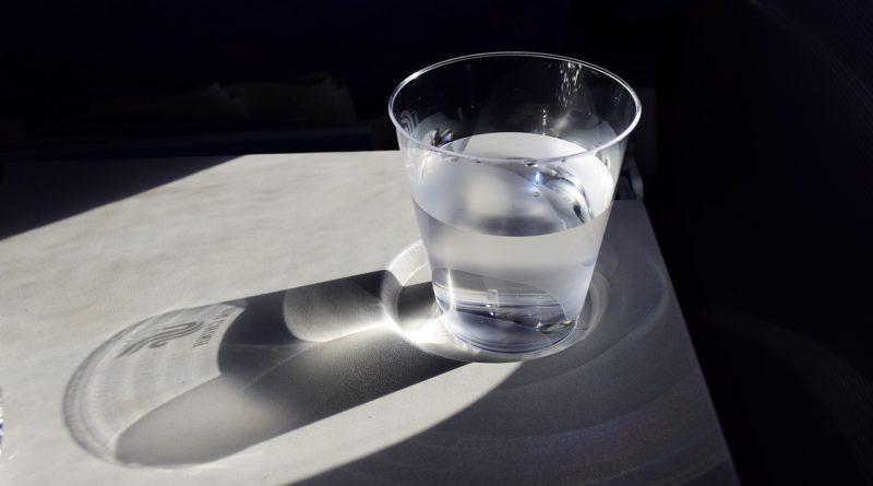 Вода помогает от икоты