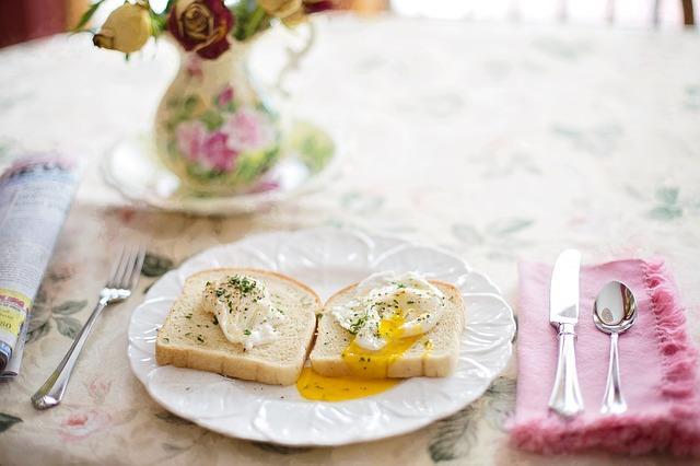 Яйца пашот на хлебе