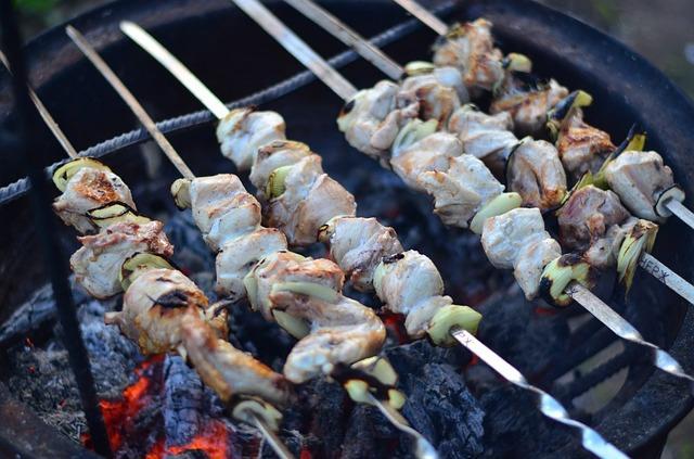 Куриный шашлык в мангале