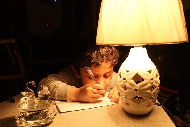 Фото рисующего ребенка