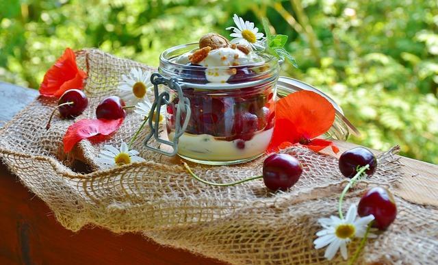 Красиво сервированный йогурт