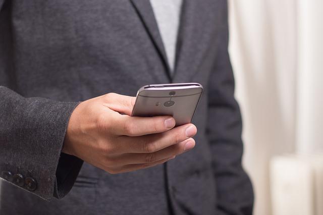 Фото мужчины с телефоном