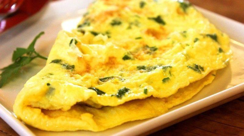 Как сделать омлет из яиц на сковороде без молока
