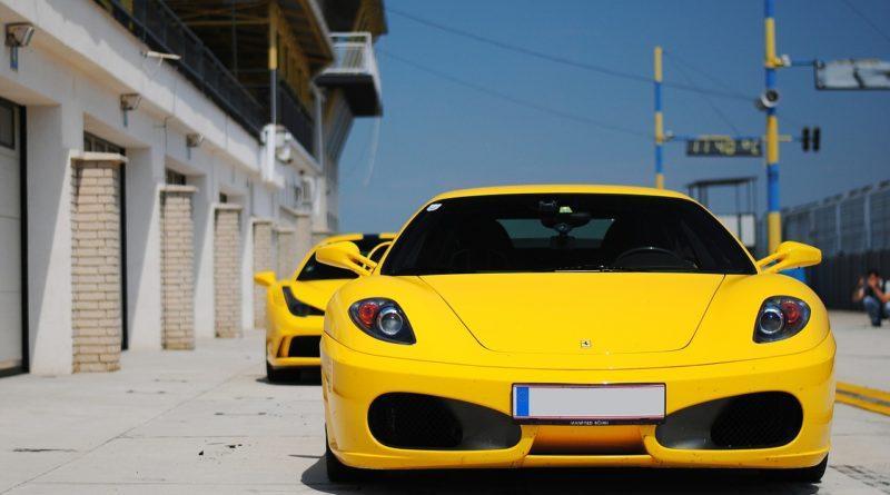 Спортивный Ferrari продать тяжело