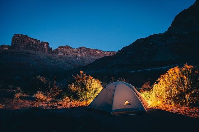 Отдых в палатке в каньоне