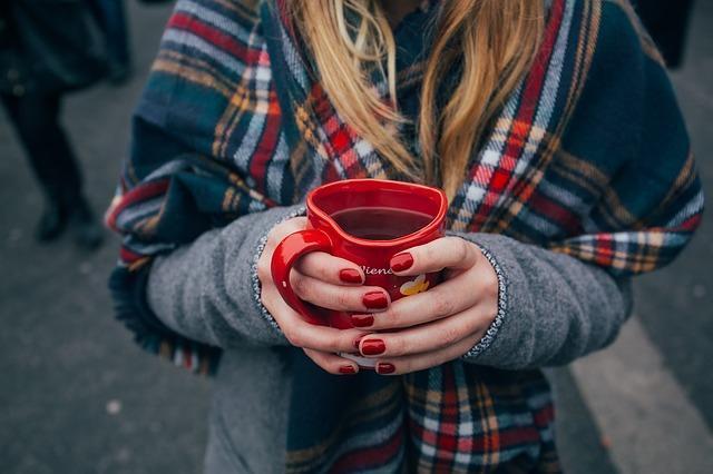 Крепкие красные ногти