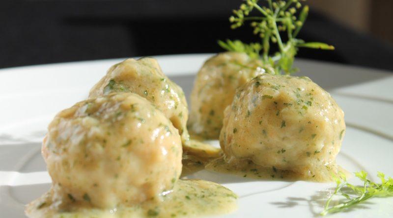 Салат из печени трески классический рецепт с огурцом