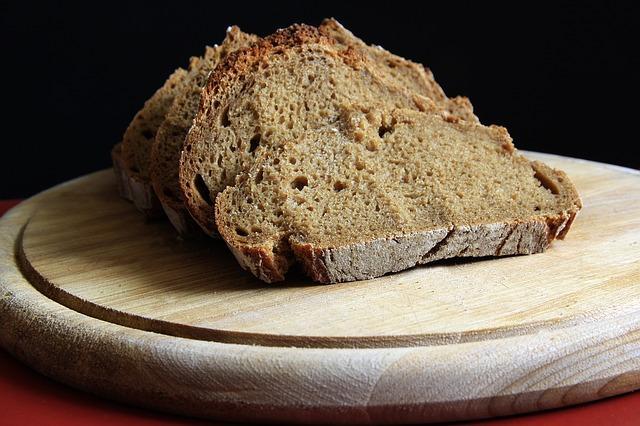 Фото черного ржаного хлеба