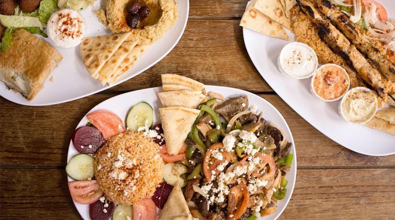 Фалафель из нута с оливками, рисом, овощным салатом и лавашом