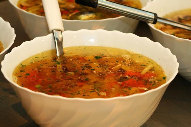 Фото красивого супа с вермишелью