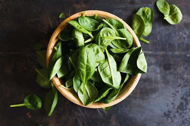 Фото свежих листьев шпината