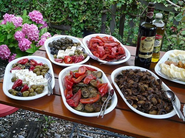 Буфет с грибами для салата