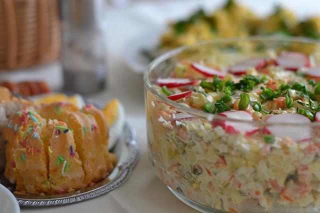 Фото салата с яблоками и крабовыми палочками
