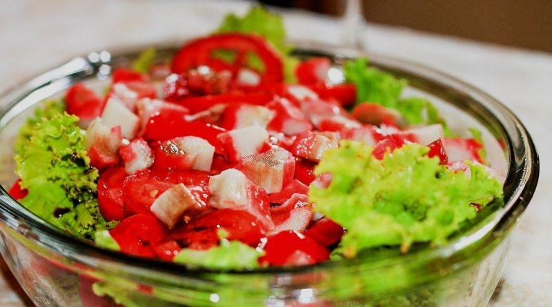 Как приготовить салат из крабовых палочек — 14 пошаговых рецептов