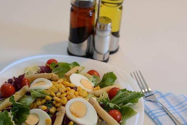 Фото салата с кукурузой и крабовыми палочками