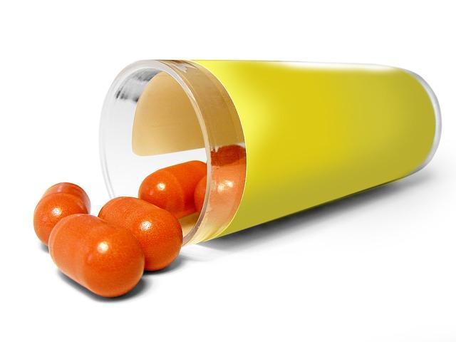 Стакан с таблетками
