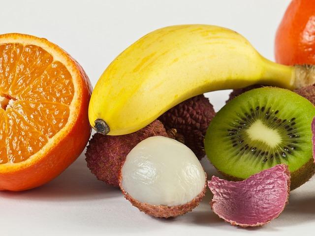 Коллаж из фруктов на Новый год