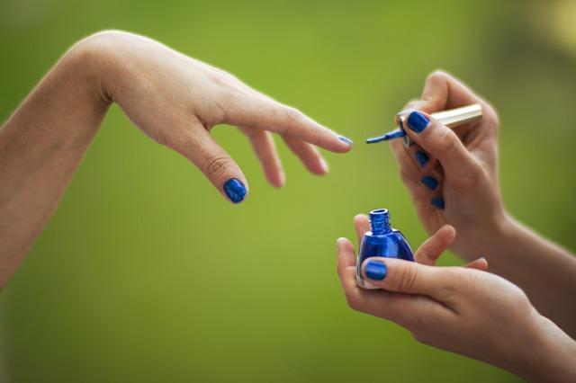 Красивый синий лак