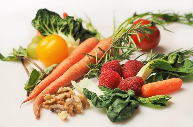 Коллаж полезных овощей и фруктов