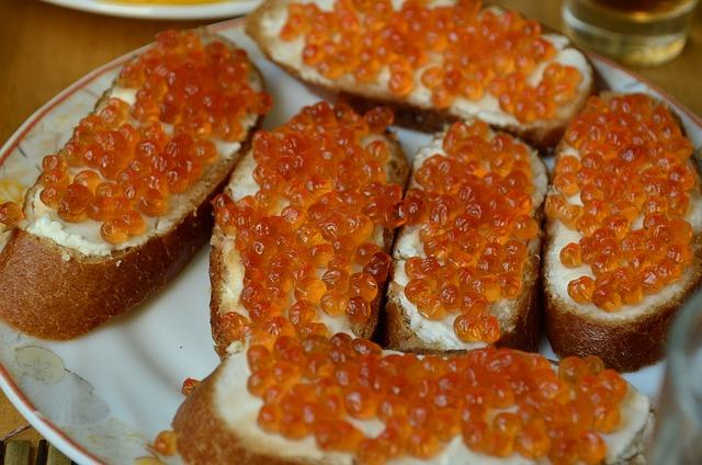 Фото бутерброда с красной икрой