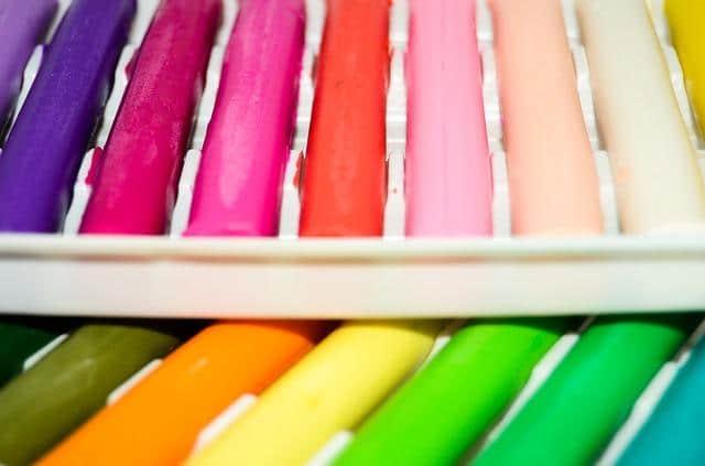 Разноцветные куски пластилина