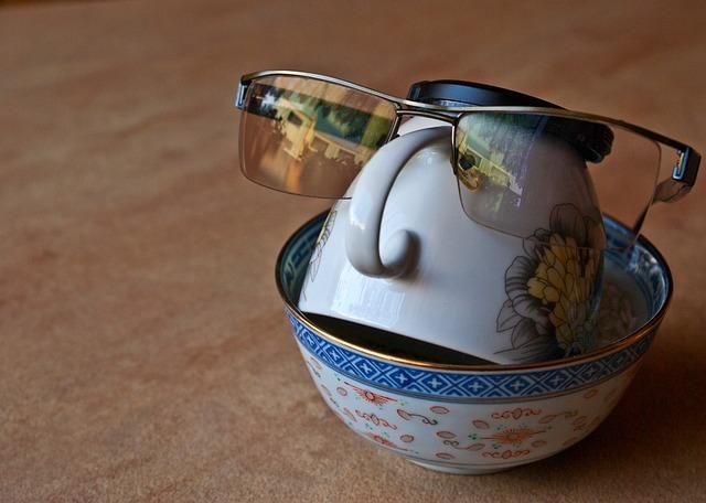 Чайный сервиз в очках