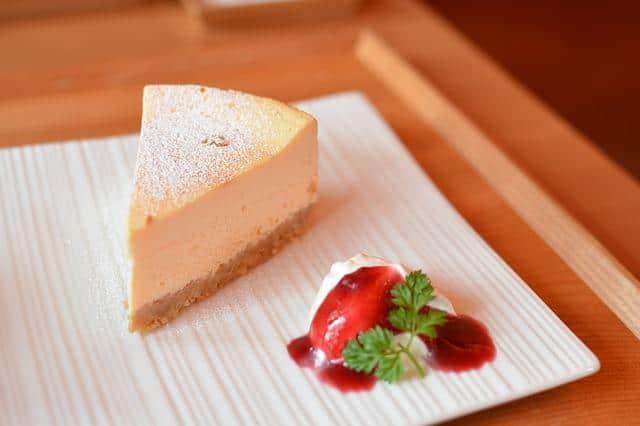 Вкусная запеканка на красивой тарелке