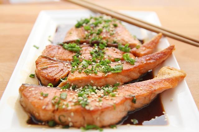 Красная рыба с соевым соусом