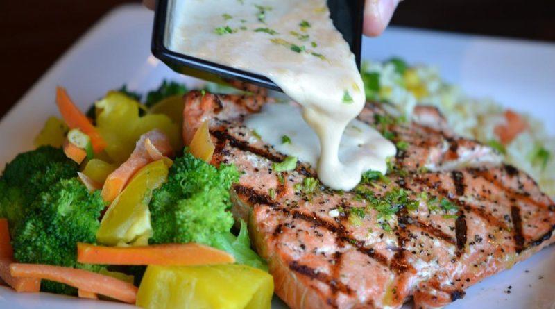 запечь лосось с овощами в духовке рецепт